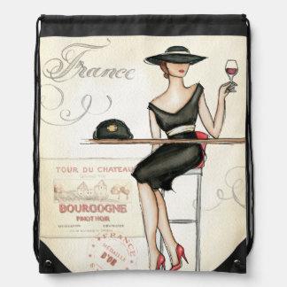 Französische Frau, die Rotwein trinkt Sportbeutel