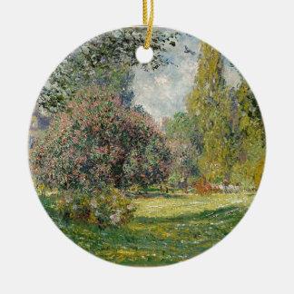 Französischer Park während des Tages Rundes Keramik Ornament