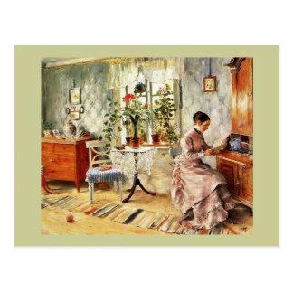 Frau, die einen Brief liest Postkarte