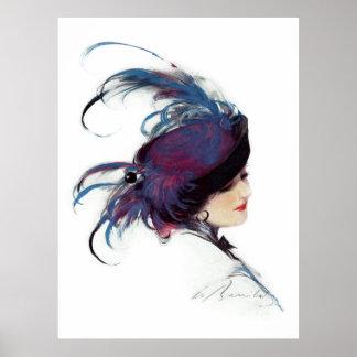 Frau, die extravaganten blauen Feder-Hut trägt Poster