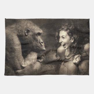 Frau, die Gorilla lachen lässt Küchentuch