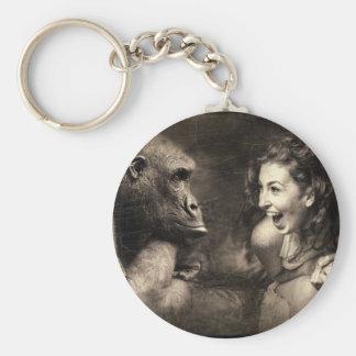 Frau, die Gorilla lachen lässt Schlüsselanhänger