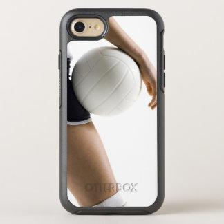 Frau, die Volleyball spielt OtterBox Symmetry iPhone 8/7 Hülle
