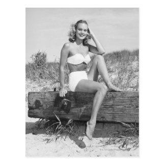 Frau im Bikini Postkarte