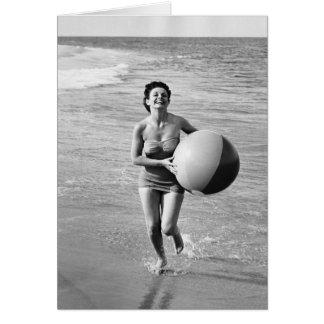 Frau mit einem Wasserball Karte