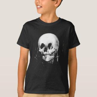 Frau mit Halloween-Schädel-Reflexion im Spiegel T-Shirt