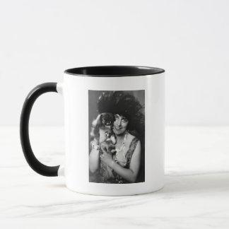Frau mit Pekingese, Zwanzigerjahre Tasse