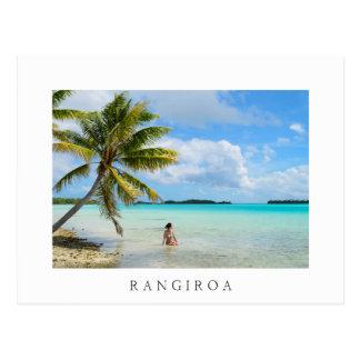 Frau unter einer Palme weißen Rangiroa Postkarte Postkarten