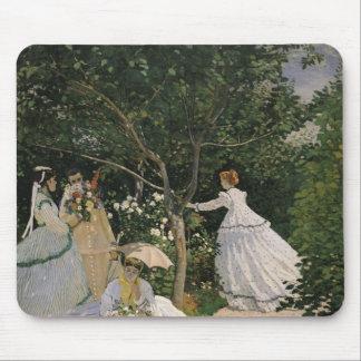 Frauen Claude Monets | im Garten, 1866 Mousepad