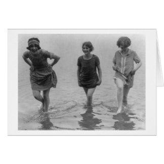 Frauen, die an der Arlington-Strand-Fotografie Karte