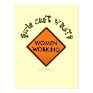 Frauen, die Zeichen Arbeits sind Postkarte