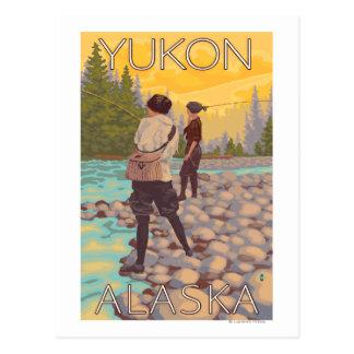 Frauen fliegen Fischen - Yukon, Alaska Postkarte