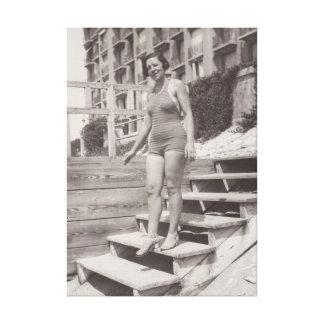 Frauen-Foto auf dem Strand in Cannes in den Leinwanddruck