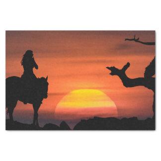Frauen-Reitpferd am Sonnenuntergang Seidenpapier