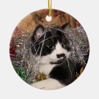Freches Smokings-Miezekatze Weihnachten Rundes Keramik Ornament