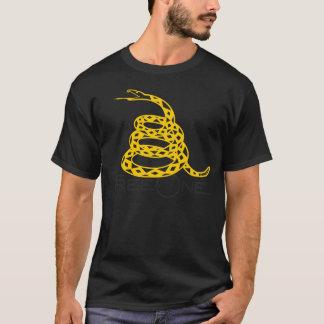 """FreeOne schwarzes Gadsden """"treten nicht auf mir"""" T T-Shirt"""