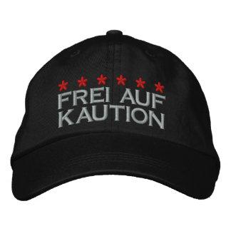 FREI AUF KAUTION - 002 BESTICKTE KAPPE