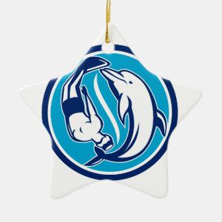 Freier Taucher und Delphin Yin Yang Kreis Retro Keramik Stern-Ornament