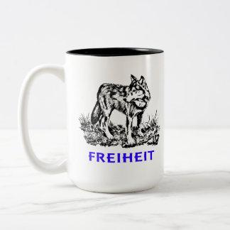 Freiheit - Wolf in Wildnis Zweifarbige Tasse