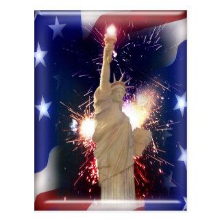 Freiheitsstatue mit Feuerwerken für Juli 4. Postkarte