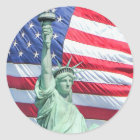 Freiheitsstatue und US-Flagge Runder Aufkleber
