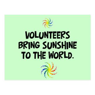 Freiwillige holen Sonnenschein zur Welt Postkarte