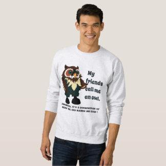 Freunde nennen Eule mit großen Augen und klugem Sweatshirt
