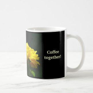 Freundschaften zusammen gefunden durch Trinken des Tasse
