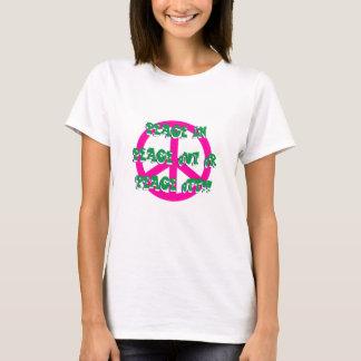 Frieden in heraus oder weg vom grundlegenden T - T-Shirt