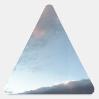 Frieden inmitten eines Sturms Dreieckiger Aufkleber