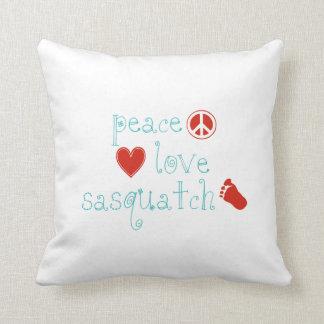 FriedensLiebe und Sasquatch Kissen