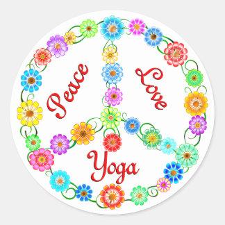 FriedensLiebe-Yoga Runder Aufkleber