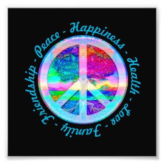 Friedenssymbol in den Regenbogen-Farben mit Baum Foto Druck