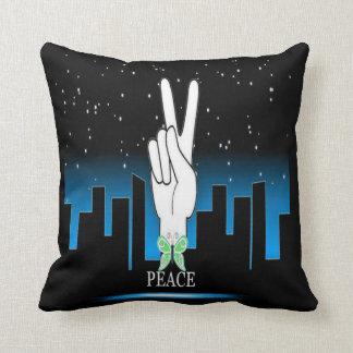 Friedenssymbol mit einem Stadt-Hintergrund Kissen