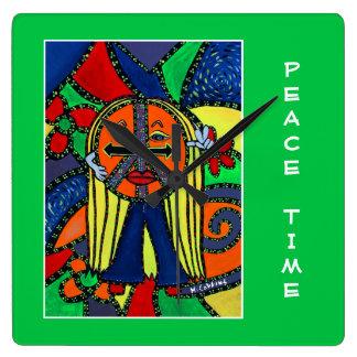 Friedenszeit auf hellgrünem - Zeit-Stücke Quadratische Wanduhr