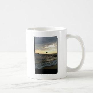Friedlicher Sonnenuntergang über der Bucht Kaffeetasse