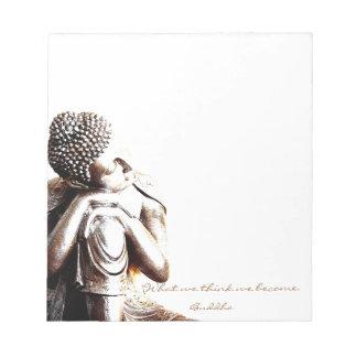 Friedlicher stillstehender Buddha mit Wörtern von Notizblock