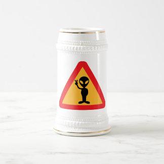 Friedliches alien-Zeichen Bierglas