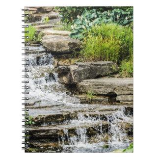 Friedliches Wasserfall-Notizbuch Notizblock