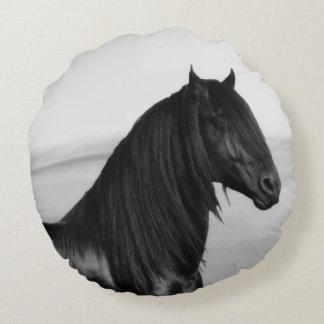 Friesisches schwarzes Stallionspferd Rundes Kissen