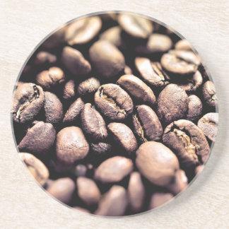 Frische gebratene Kaffeebohnen Untersetzer