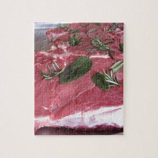 Frisches rohes gemarmortes Fleischsteak Puzzle
