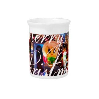 Frohe Weihnacht-Lichter auf Haus Getränke Pitcher