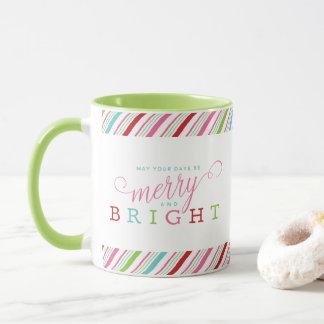 Fröhlich und hell mit Süßigkeits-Streifen, grüner Tasse