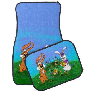 Fröhliche Ostern! Kaninchen mit Häschen und Küken Automatte