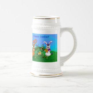 Fröhliche Ostern! Kaninchen mit Häschen und Küken Bierglas