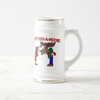 Fröhlicher Kuss ein Elch Bierglas