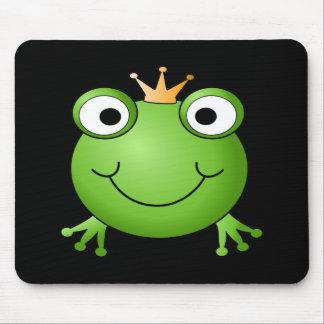 Frosch-Prinz. Lächelnder Frosch mit einer Krone Mauspad