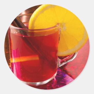 Frucht-Glühwein mit Zimt und Orange Runder Aufkleber