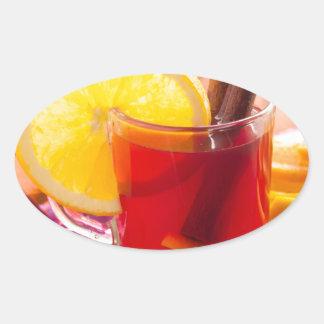 Fruchtzitrusfruchttee mit Zimt und Orange Ovaler Aufkleber